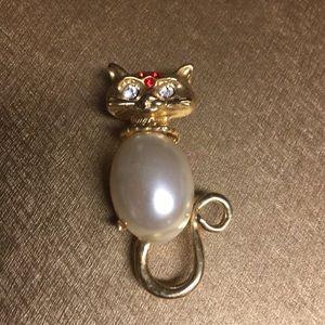 Jewelry - Beautiful Rhinestone/Pearl like Cat Pin
